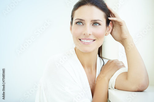 Smiling Woman - 75685665