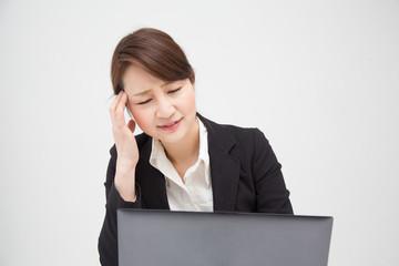 頭の痛い女性