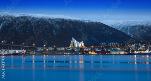 Fotobehang Noord Europa Twilight in Tromso, with Arctic Cathedral, Norway.