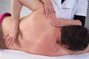 Massage épaules et shiatsu du dos