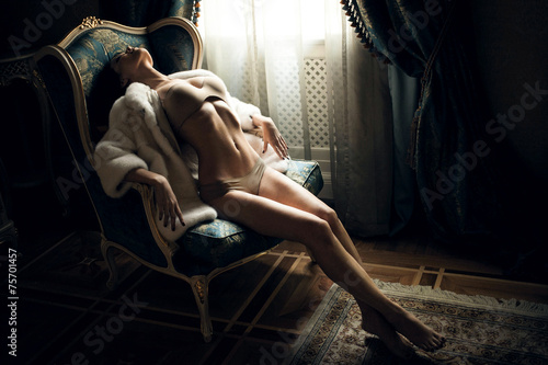 Tuinposter Akt Sexy girl in a chair