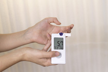 measuring the level of glucose in the blood glucometer