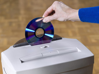 Paper and CD shredder