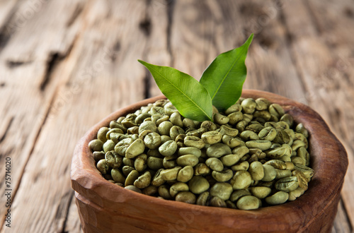 Fotobehang Aromatische green coffee beans in wooden bowl