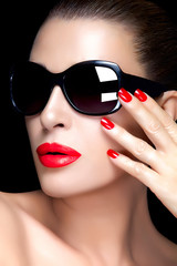 Fashion Model Woman in Black Oversized Sunglasses. Bright Makeup