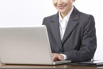 ノートパソコン 女性 スーツ