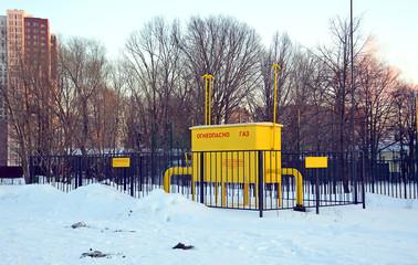 Газовый распределитель в городе зимой