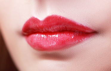 lips with red