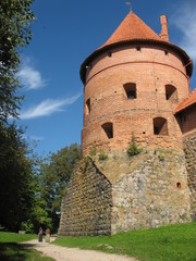 Вдоль стен старинного Тракайского замка