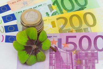 Glücksklee auf Banknoten