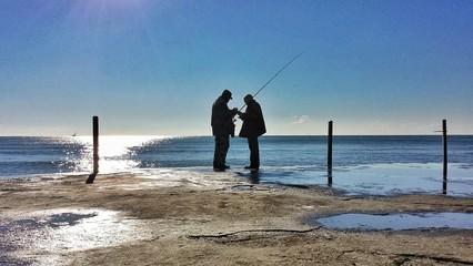 Pescatori in riva al mare