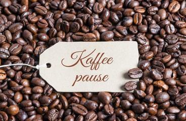 Kaffeepause auf Karton-Plakette