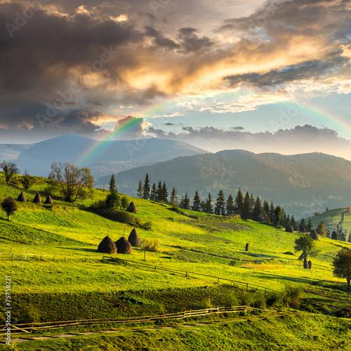 path near field with haystacks © Pellinni