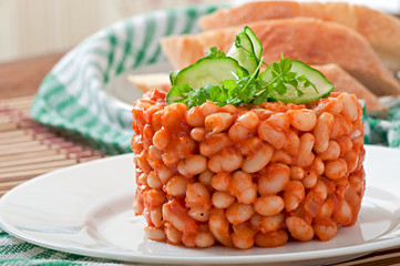 Baked beans with tomato sauce