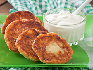 Cottage cheese pancakes on green plate