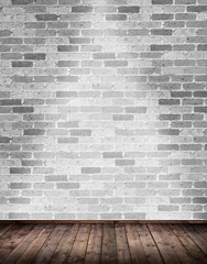 Innenraum mit grauer Ziegelmauer