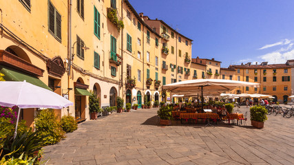 Lucca's Oval Square