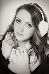 junge Frau mit Ohrenschützer