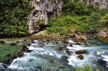 Горная река Бзыбь (Кавказ, Абхазия).