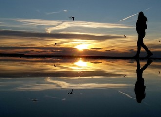 Cammino sul tramonto