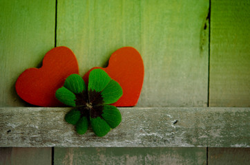 Zwei rote Herzen, Holztafel