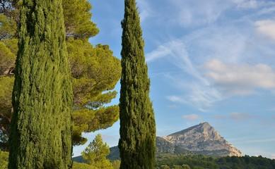 AIX EN PCE : Montagne Sainte-Victoire et lac de Bimont