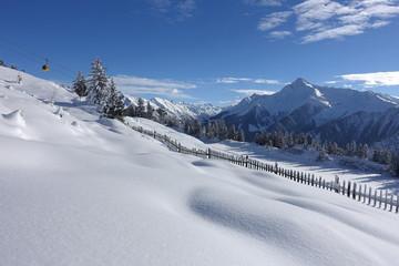 Winterlandschaft mit Berggondel