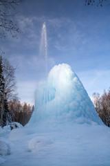 Ледяной фонтан в лесу