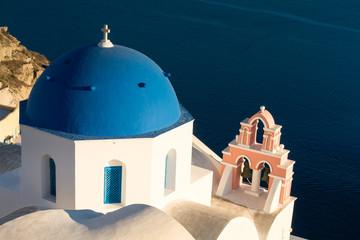 Blaue Kuppel in Oia, Santorin
