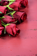 Happy Valentines Day wood background with red roses
