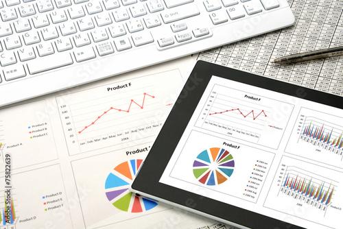 ビジネスイメージ―会議用資料とタブレット - 75822639