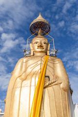 Wat Intharawihan oder auch stehender Buddha in Bangkok