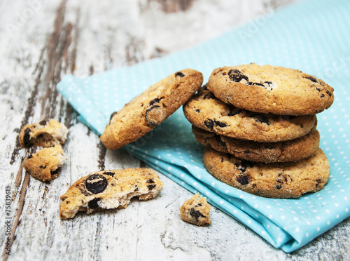 Tuinposter Koekjes Chocolate cookies on wooden table