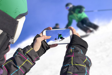 Photographed two skiers with cell phone