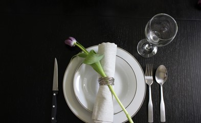 Tulip table setting