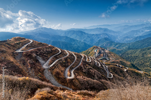 Poster Heuvel Curvy roads , Silk trading route between China and India
