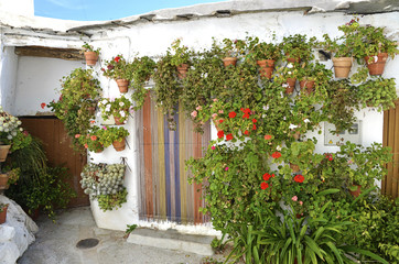front of house with pots in the Alpujarras