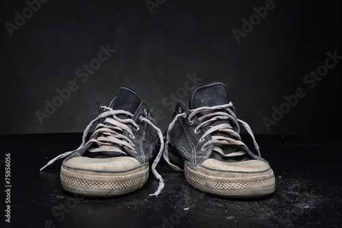 Old sports trainers - 75856056