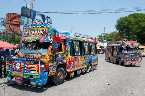 Fotobehang Centraal-Amerika Landen Tap-Tap Busse, Port-au-Prince, Haiti