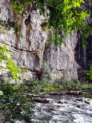 Река в горах Кавказа (Абхазия).