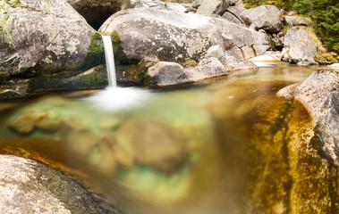 Wodospad w strumieniu Studeny potok w Wysokich  Tatra, Słowacja