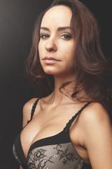 Jeune femme lingerie