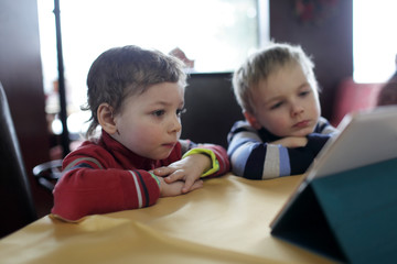 Children with tablet PC