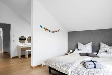 Schlafzimmer Bett © Matthias Buehner