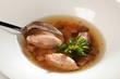Suppe aus Wildbrühe und Knochen