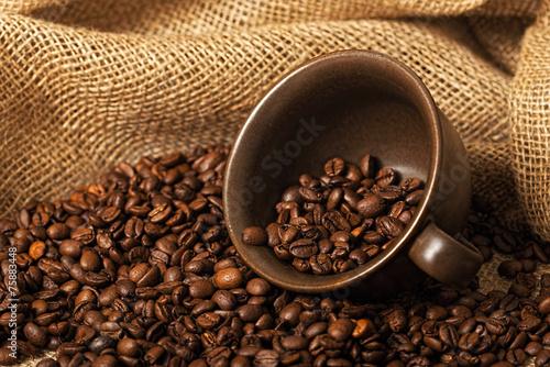 Fotobehang Granen Coffee beans in a cup