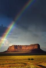 Regenbogen über dem Monument Valley, USA