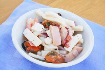 insalata di mare sott'olio  su ciotola