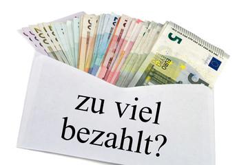 Geldscheine im Briefumschlag - zu viel bezahlt