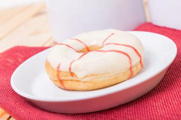 Donut mit Kirschgeschmack